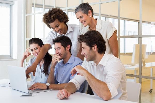 Los trabajadores pueden colaborar en las redes sociales de la empresas